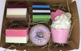New Zealand Handmade Treat Soap & Bath Bomb Gift Set